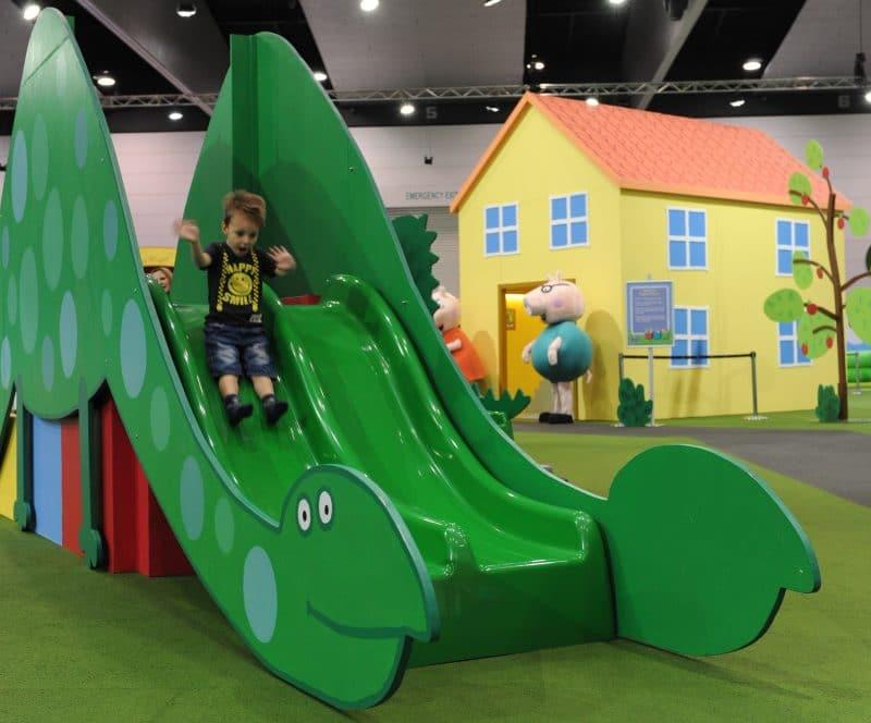 Peppa-Pig-Playdate-House-and-Slide-800×664