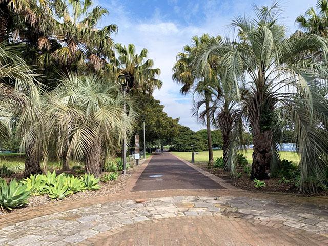 Walkway to Jubilee Park